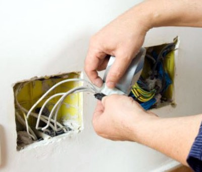 5 Reasons to Trust the Pros for Electrical Repair in Palm Desert, CA